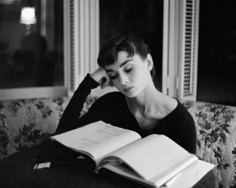Reading Girl 09