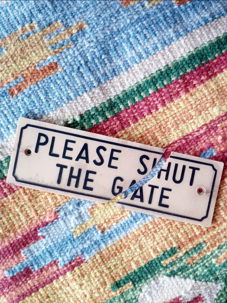 Please Shut The Gate Sign